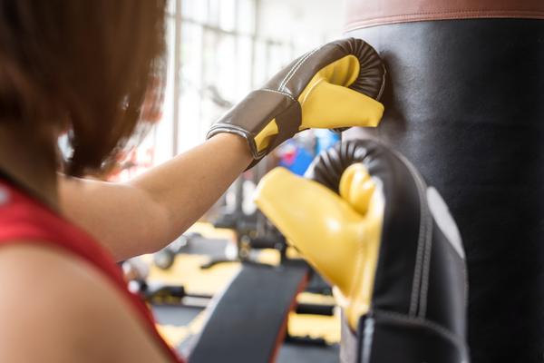 初めてのキックボクシングはご年配の女性に最適な運動!理由を解説